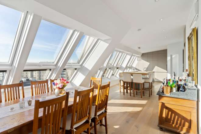Exquisite top floor apartment with a large terrace and city views
